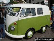 Houve um encontro de carros antigos recentemente em São Marcos (RS) e vejam o que o blogueiro Marcelo Migueis encontrou: uma minikombi!