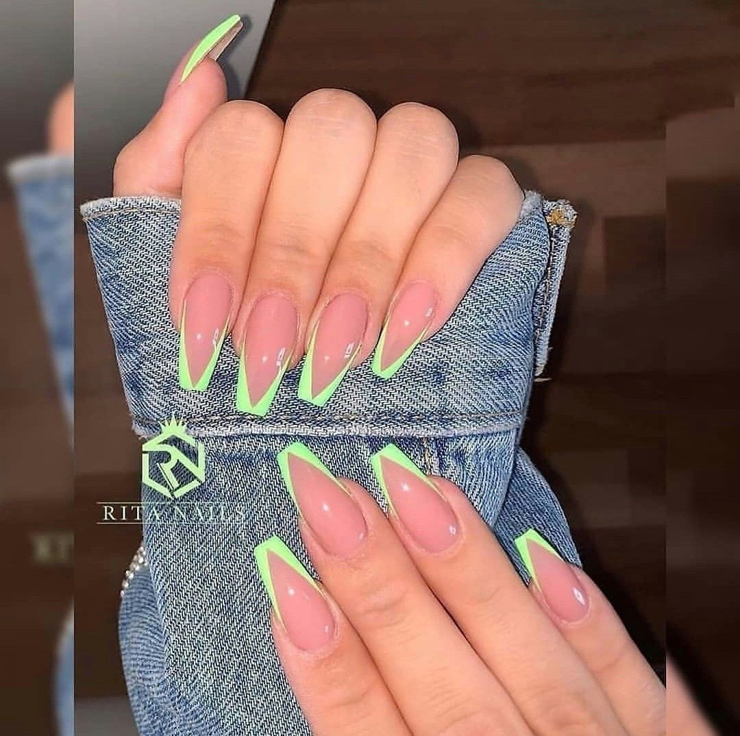 Pin By Budai Agnes On Mukormok In 2020 Kylie Nails Pink Acrylic Nails Acrylic Nails Coffin Short