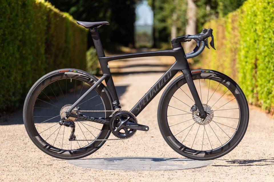 Meet The All New Specialized Venge Pro Featuring The Wind Cheating Fact 11r Frameset An Electronic Ultegra Specialized Road Bikes Specialized Venge Road Bike