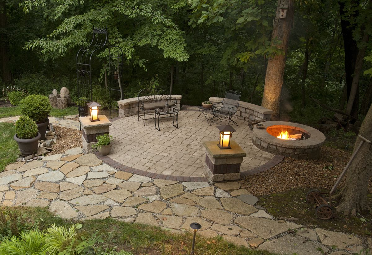 Spruce up your backyard with this fun and easy DIY Outdoor Fire Pit. - 27 Easy-to-Build DIY Firepit Ideas To Improve Your Backyard