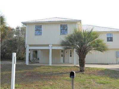 House, 4 Bedrooms + Convertible Bed(s), 3 Baths (Sleeps 14-17)