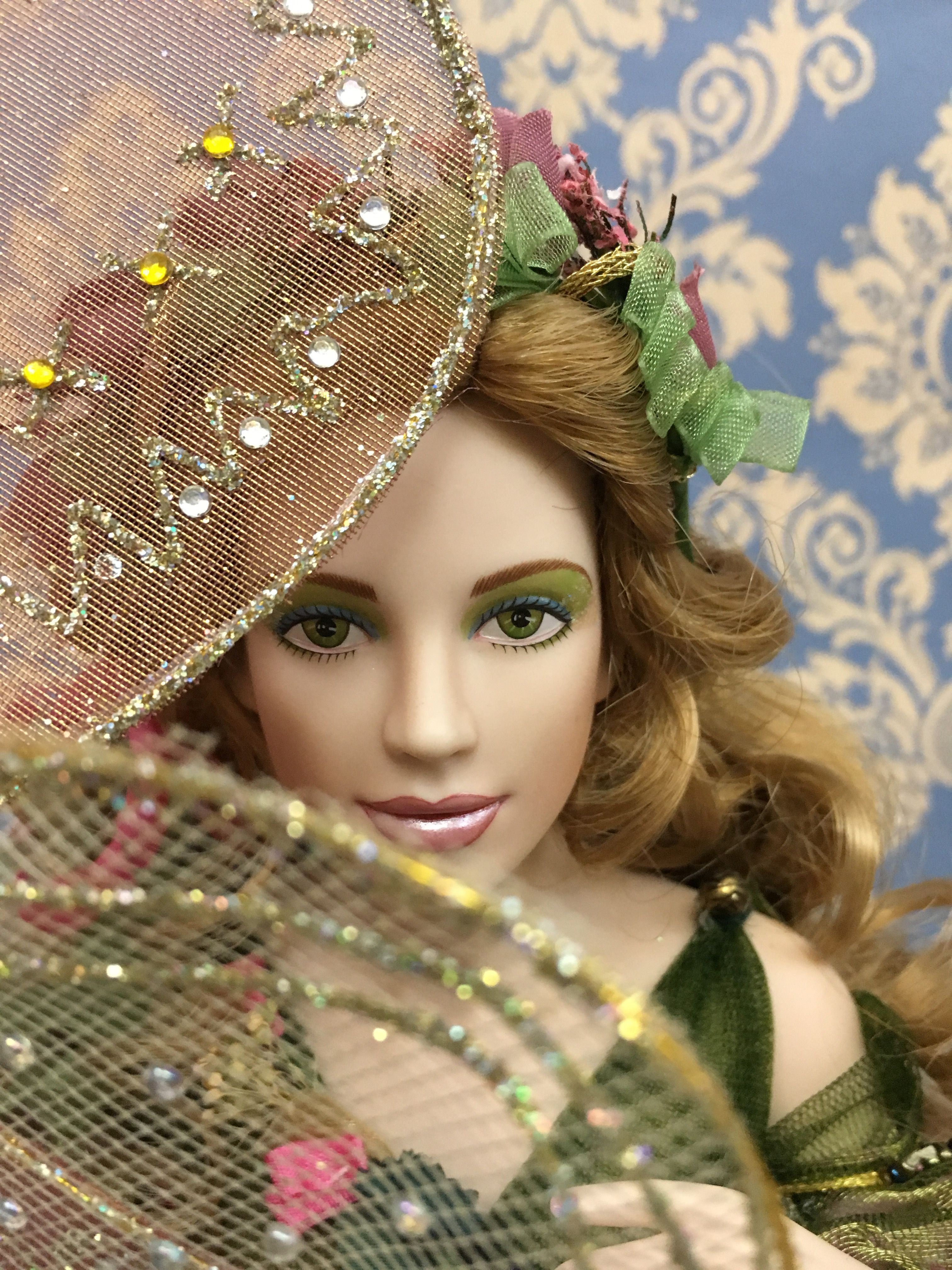 Titania The fairy s Queen. Porcelain doll by Franklin Mint