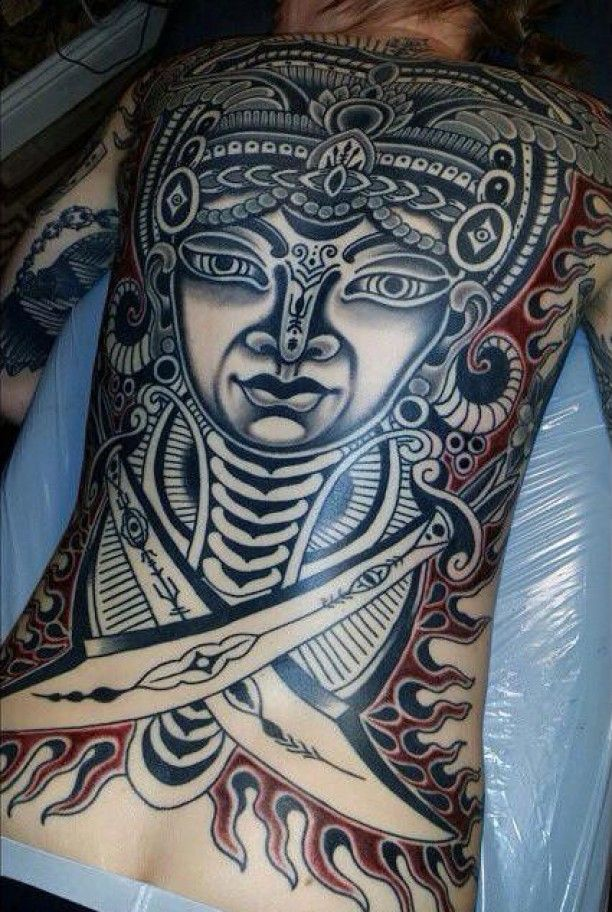 maori tattoo mann mit s beln tatoo. Black Bedroom Furniture Sets. Home Design Ideas
