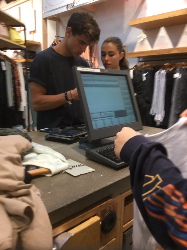 Madison Beer and Jack Gilinsky today at Urban Outfitters in Miami! (via @lucyftrex) (January 1st, 2017) #Madisonbeer