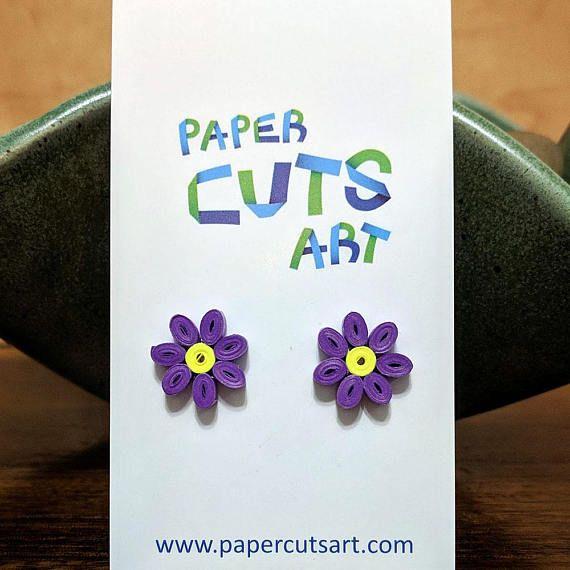 Los pendientes del perno prisionero adorable flor púrpura son ...
