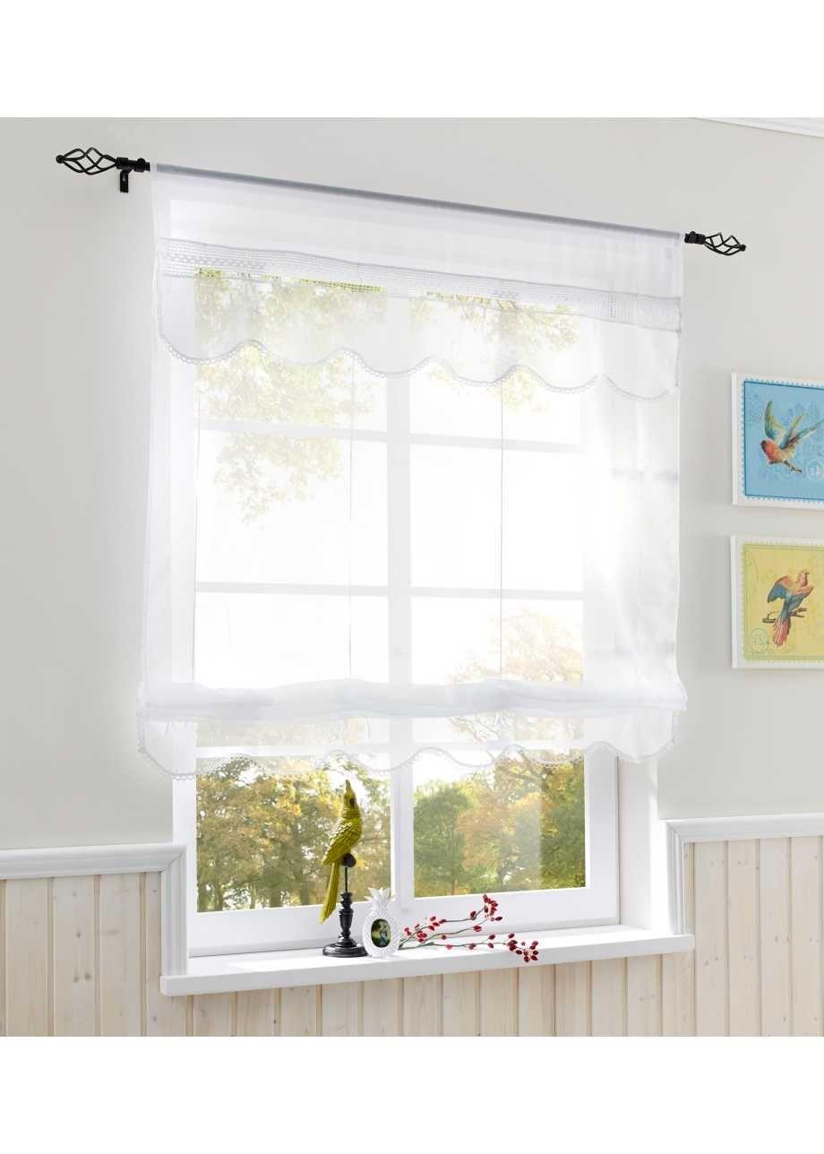 Schone Fensterdekoration Mit Hakeldetails Im Landhausstil Weiss Tunnelzug Bandchenrollo Fensterdekoration Wohnen