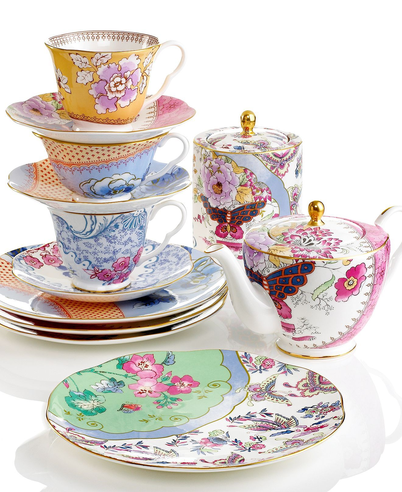 We love the Shabby Chic pattern on this Wedgewood Butterfly Bloom China!