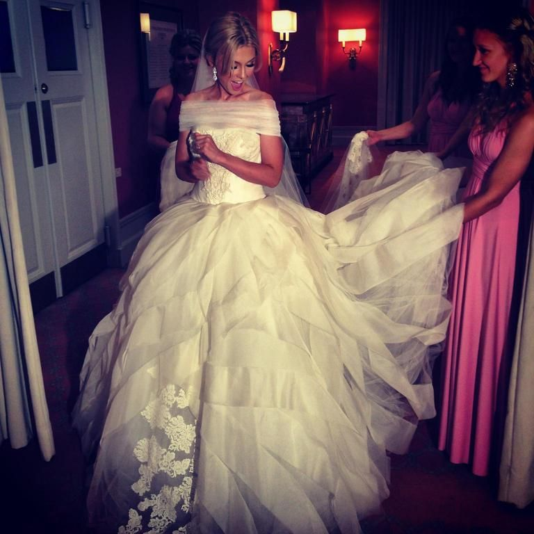 Used Wedding Gowns: Vera Wang Liesel 121313, $3,900 Size: 4