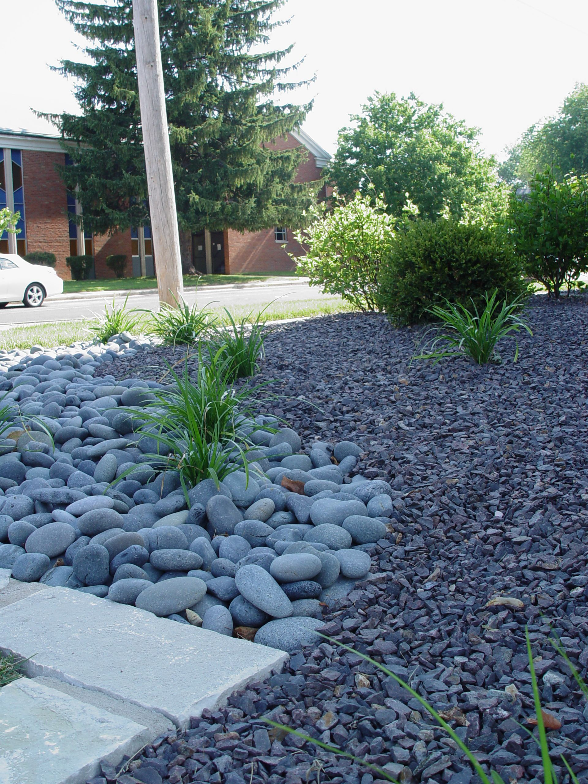 Trap rock mexican beach pebbles nice combination of for Garden design ideas using pebbles