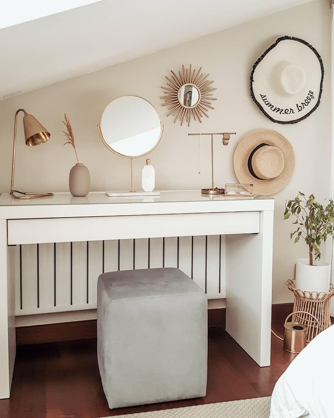"""EvSosyali on Instagram: """"Beauty corner ▪ ▪ ▪  #bedroominterior #bedroominspo #bedroomgoals #bedroomstories #hmxme #interior4you1 #interiorstyling #interior2you…"""""""