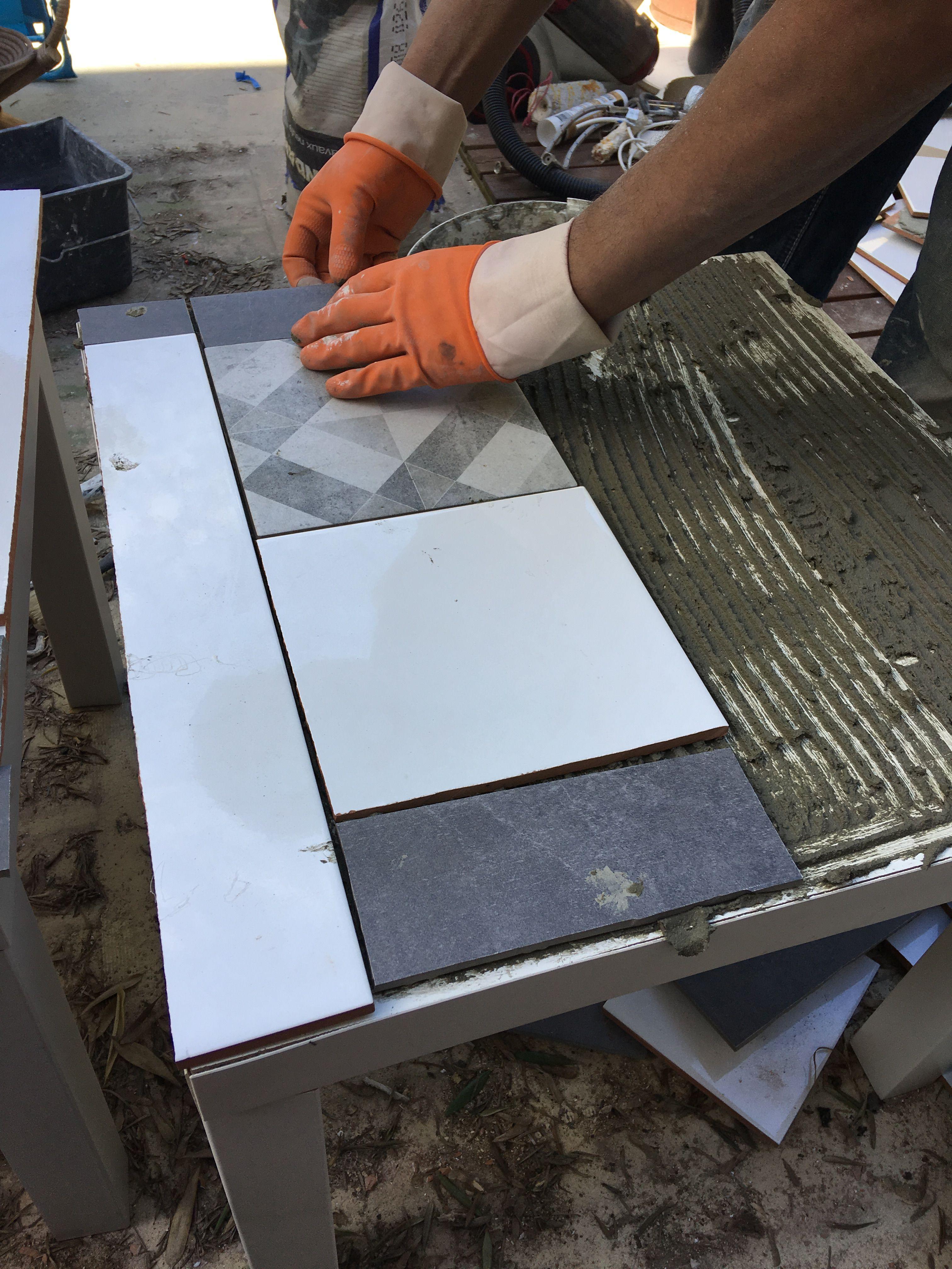 Petite table Ikea transforme en table basse d'extérieur grâce à du carrelage | Petite table ikea ...