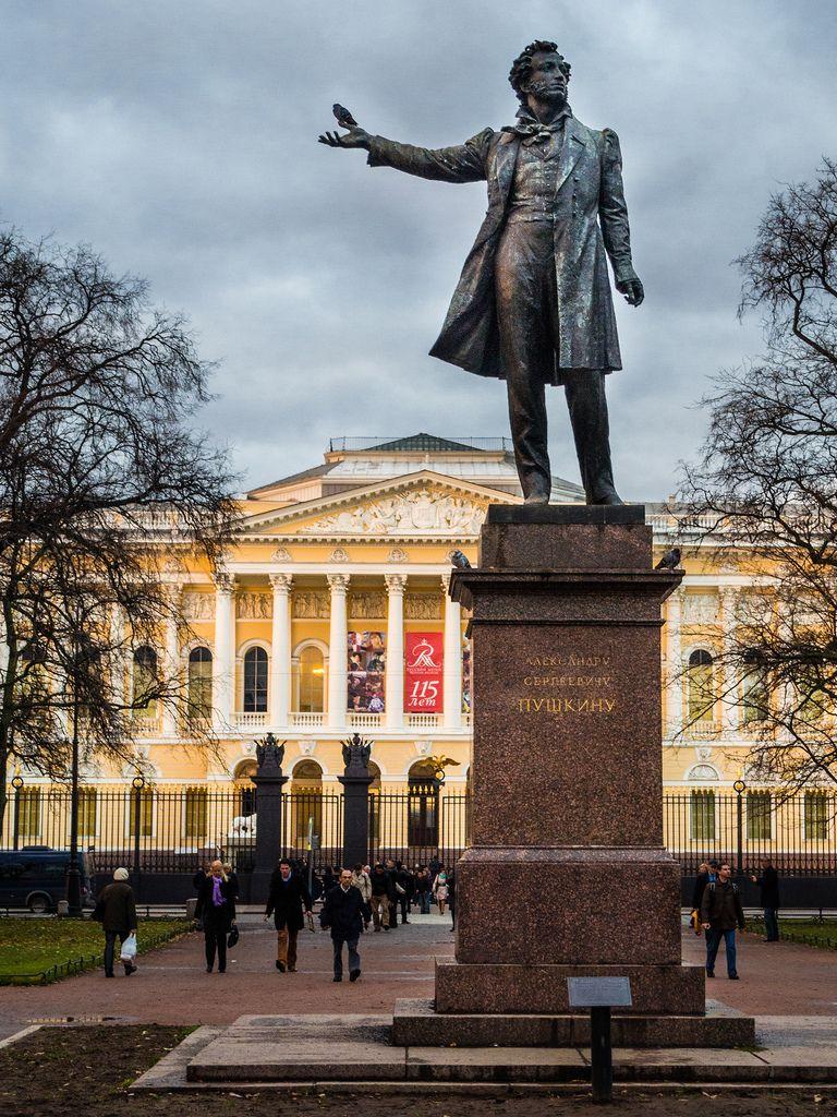 конечно все памятники петербурга на одной картинке нас