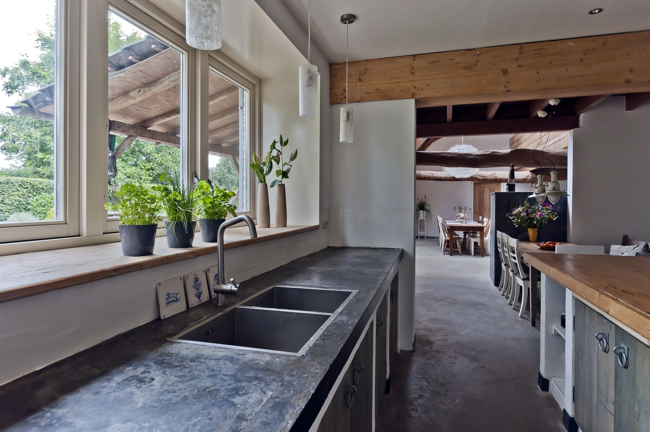 Stoere keuken met betonnen aanrechtblad tekoop unieke