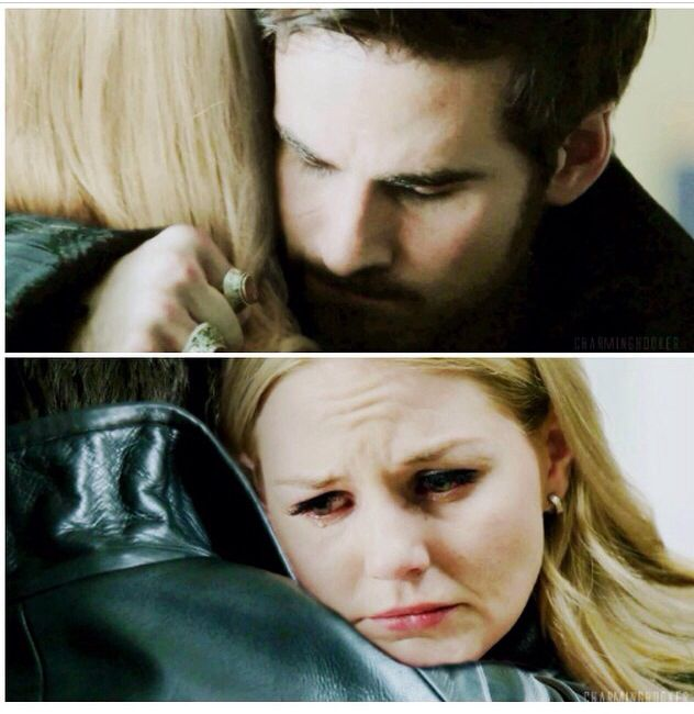 (((Hugs))) once upon a time Hook and Emma LOOK AT HER FACE. THEY BELONG TOGETHER.