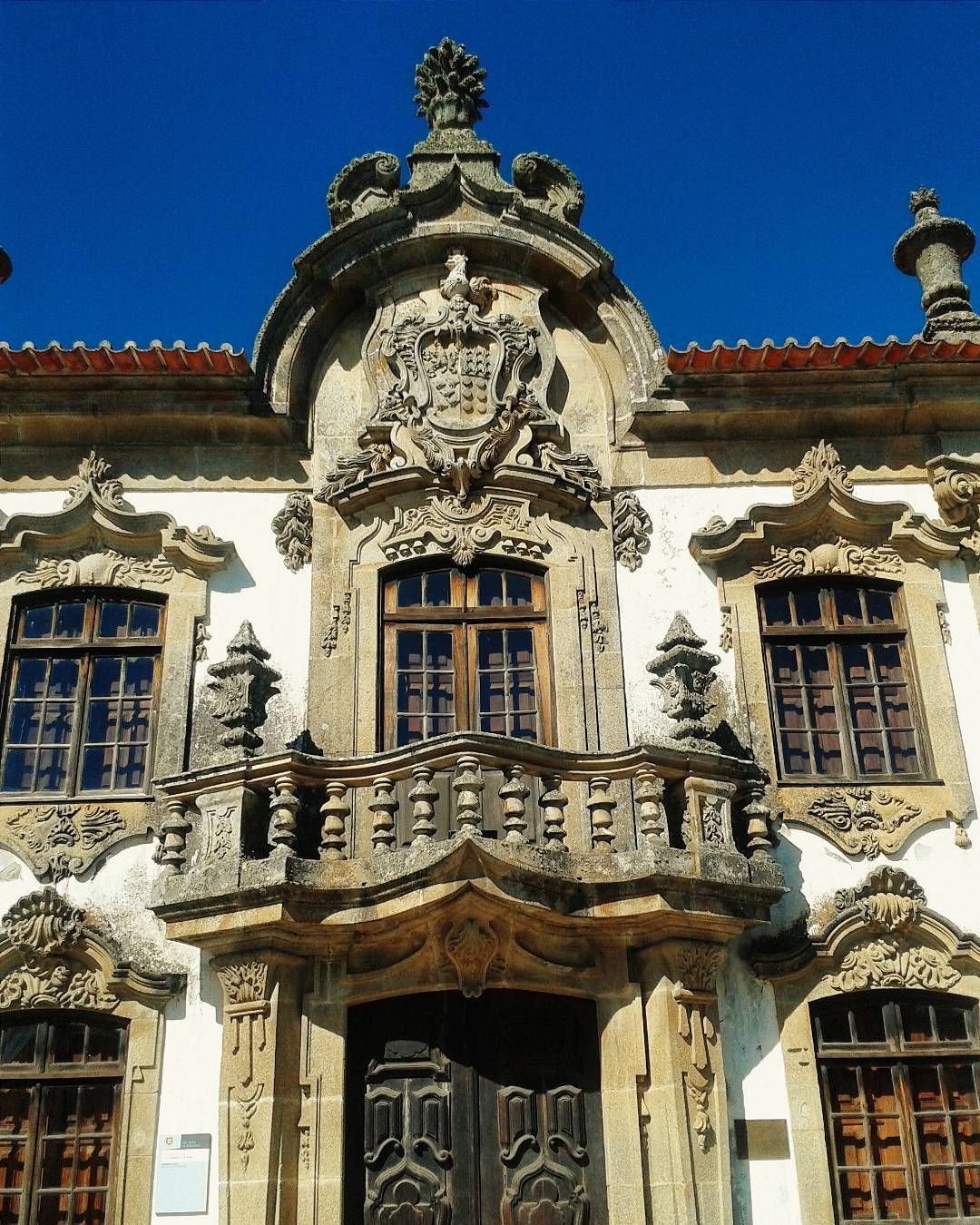 These architectural details on the tribunal building (now museum) at São João da Pasqueira caught my eye. #DoorsOfPortugal #DouroValley