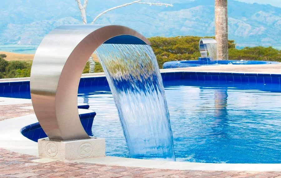 chorros de agua cascadas para piscinas cuando la