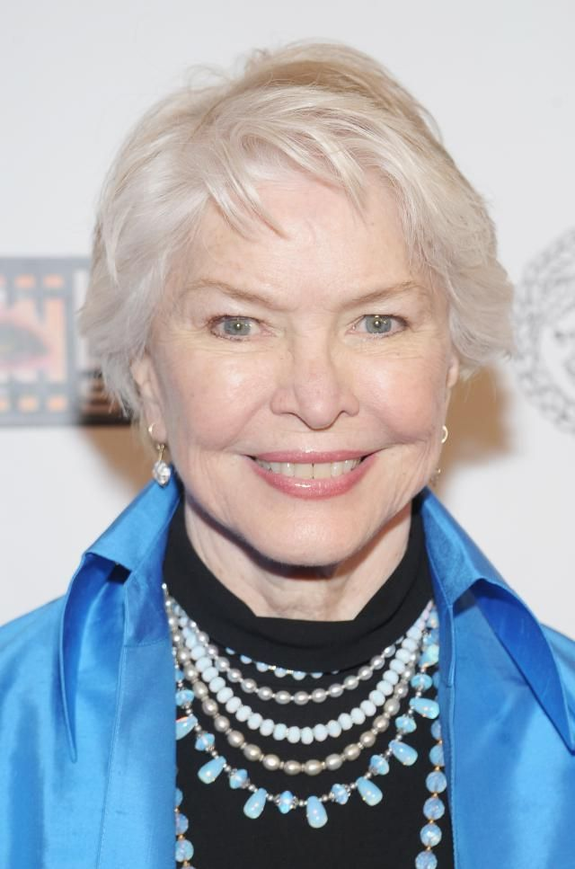 Gorgeous Haircuts for Women Past 12 | Ellen burstyn, Grey hairstyle ...