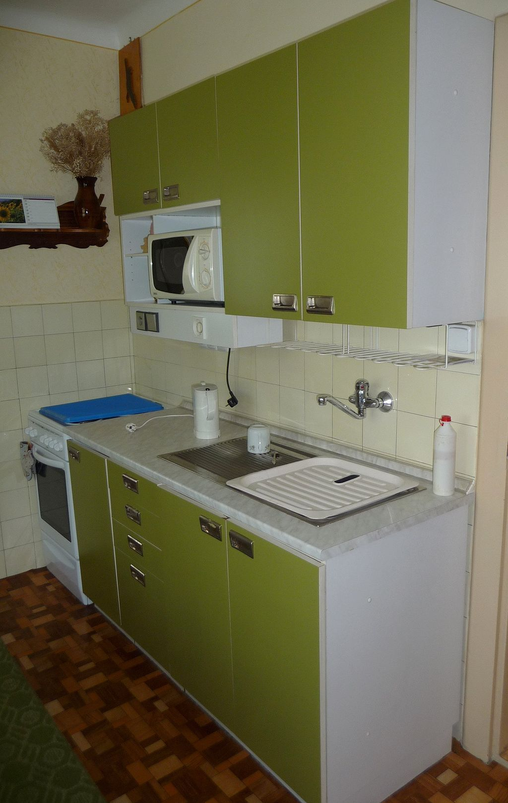Small house with tiny kitchen space ideas smallest house spaces