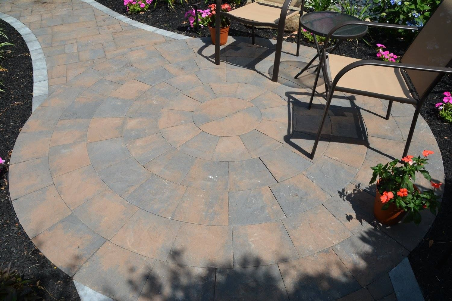 Cambridge pavingstones wall systems color options - Create The Backyard Retreat You Have Been Dreaming About For Years With Cambridge Pavingstones With Armortec Your Options Are Endless
