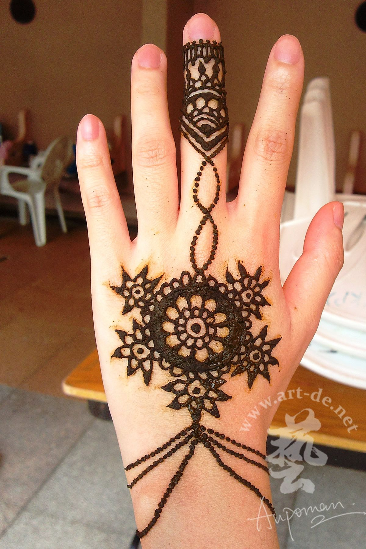 80 crazy and amazing tattoo designs for men and women desiznworld - Hand Henna Tattoo Designs This One S Like An Ornate Bracelet How Cool