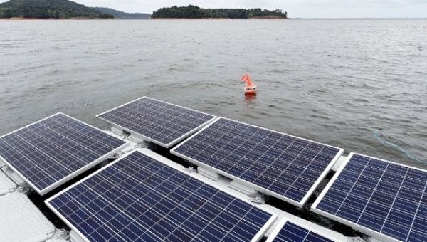 The Floating Solar Photovoltaic Panels Installed In The Balbina Lake Reservoir In The Amazon Was Created When The Balbina Hydroelectric Dam And Power Sta Fotos