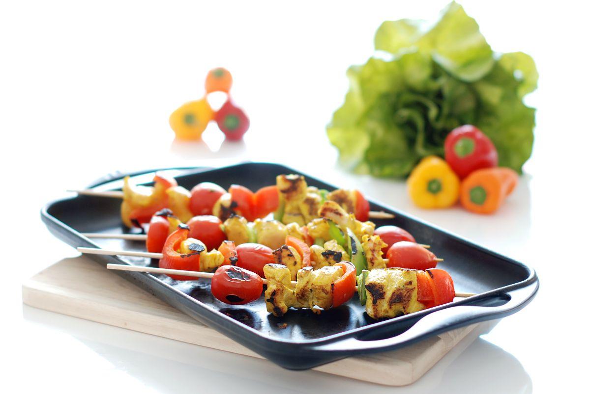 En verano apetece preparar brochetas de pollo con verduras for Alinas lebanese cuisine