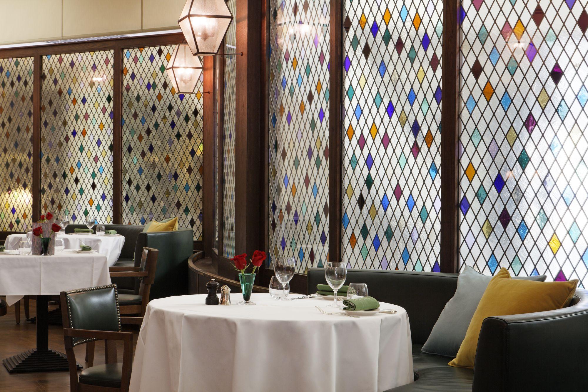 The Ivy Dubai Restaurant Interiors Martin Brudnizki Restaurant Interior Interior Home Decor