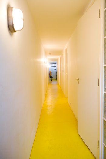Veelzijdig Wit Voor Een Rustige Werkplek Vtwonen Vloeren Geel Interieur Wit