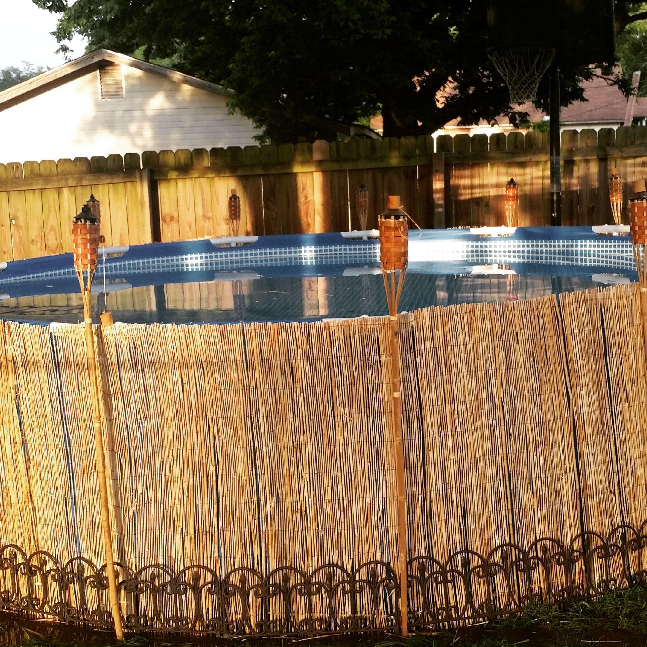 Une façon simple et jolie d intégrer sa piscine dans son jardin !  jardin   piscine  idée  inspiration  déco  hors-sol  tubulaire  raviday  aime 9eec3022b15