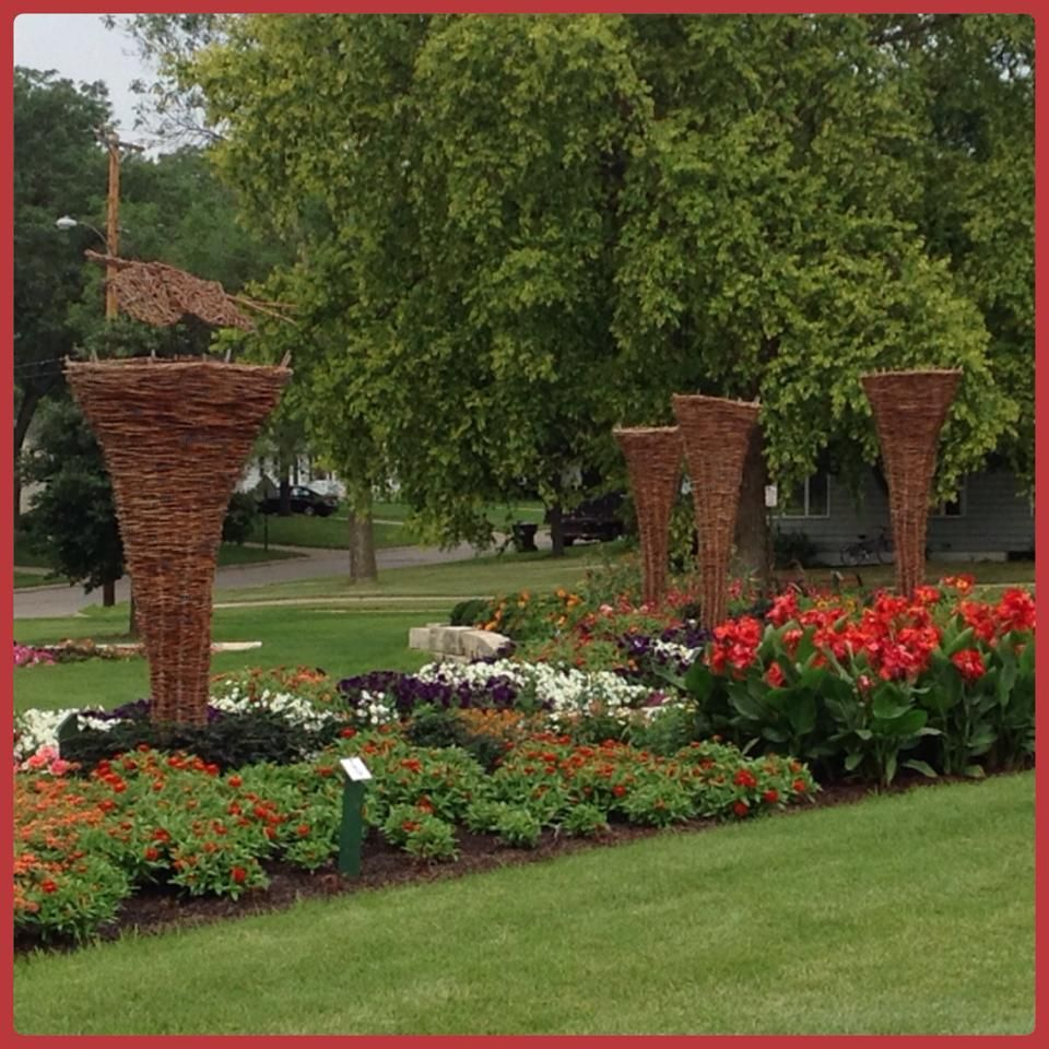 bcb08786242de683158cb7c4e0c62894 - Who Owns The Gardens Of Cedar Rapids