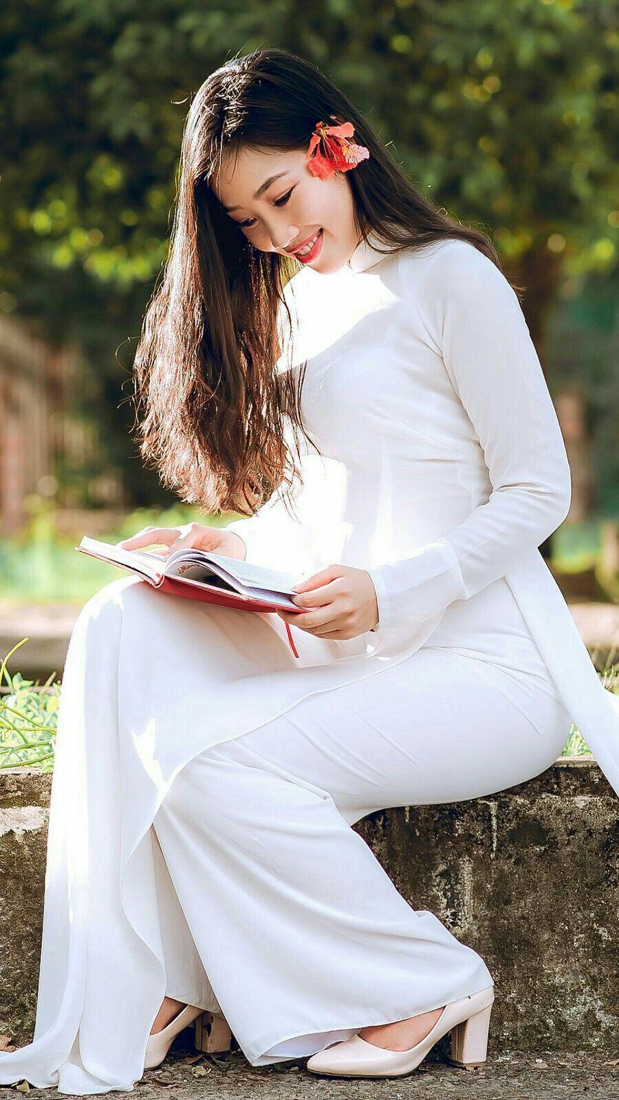 Ghim của Dat Do trên áo dài trắng ( | Phụ nữ, Áo dài, Thời