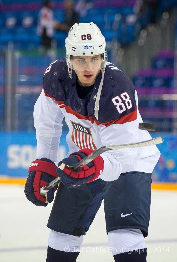 Patrick Kane Playing With The Puck Usa Vs Slovakia Hockey Usa Hockey Olympic Hockey