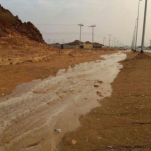 شبكة أجواء السعودية أمطار تلعة نزاء شمال ينبع النخل Mobark10 Country Roads Outdoor Beach