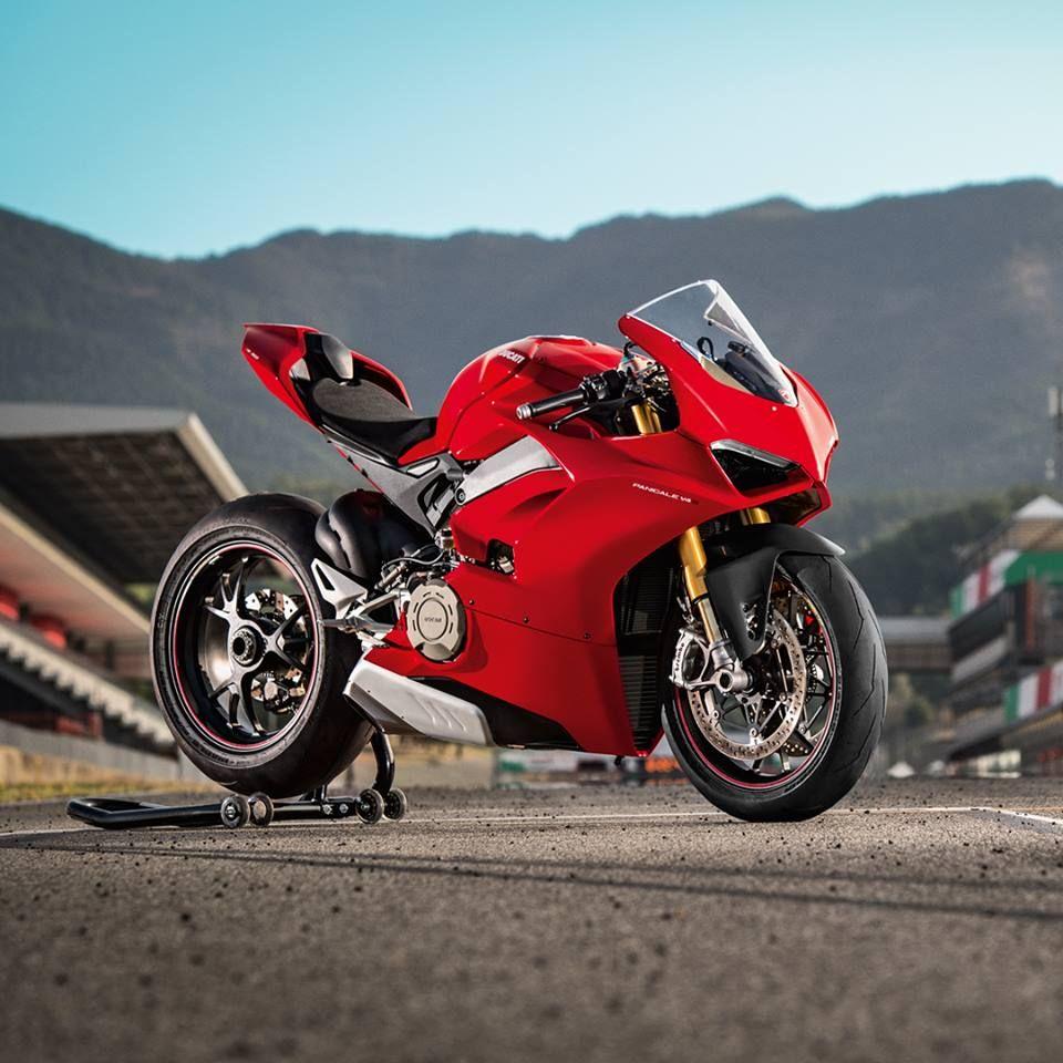 Elegantan Snazan Tehnoloski Napredan Ovo Je Sustina Stila Novog Panigale V4 Www Ducati Rs T 381 62 774045 Ducati Motorcycles Moto Ducati Ducati Panigale