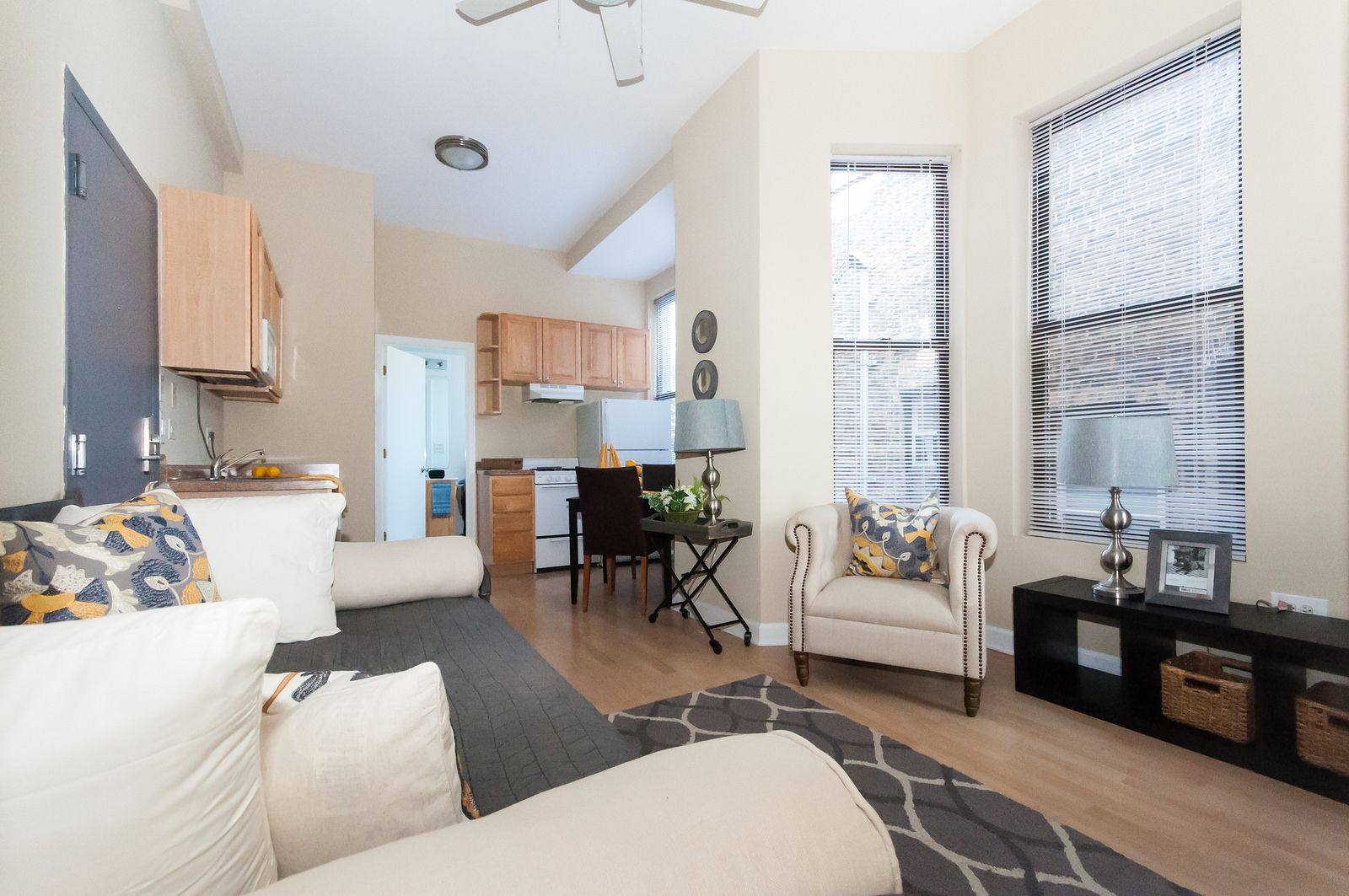 We Love The Long Layout Of This Studio Apartment It Gives A Good Separation Throughout Bjbpropert Apartment Layout Chicago Apartment Studio Apartment Layout