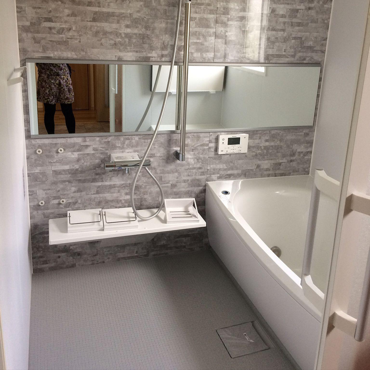 バス トイレ お風呂 バスルーム 風呂場 グレー などのインテリア実例