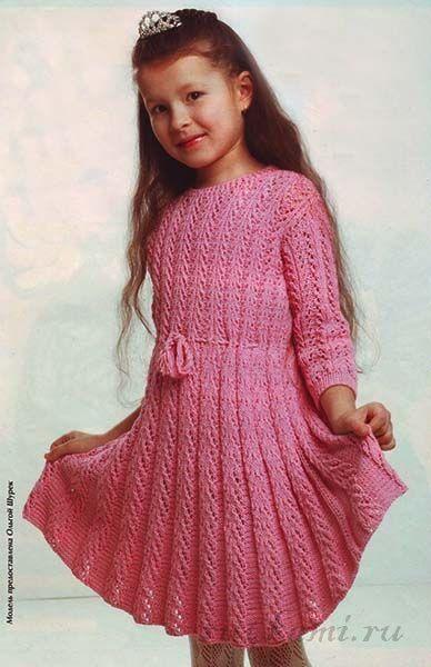 В язана сукня для дівчинки 7 років. Завдяки цікавому візерунку сукні  спідниця виходить гофрована. 8b330e6de683d