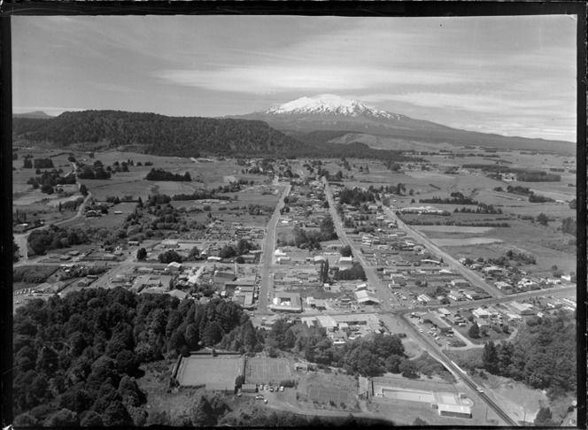 Ohakune, with view of Ruapehu