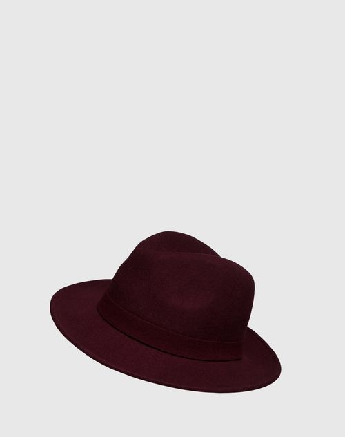 Hat: French Connection. Click on the picture to get the product <3