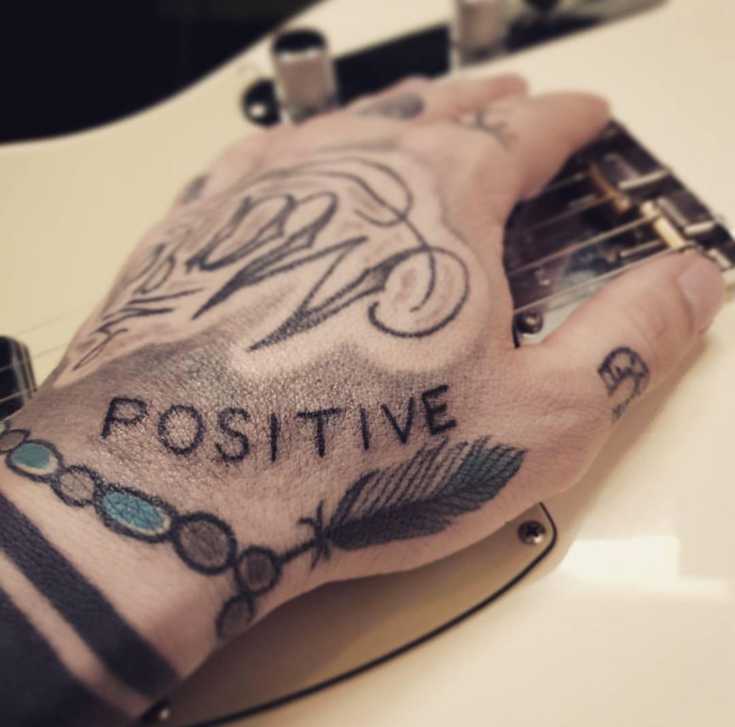 Phil Specs Stay Positive Tattoo Handtattoo Lettering Tattoo