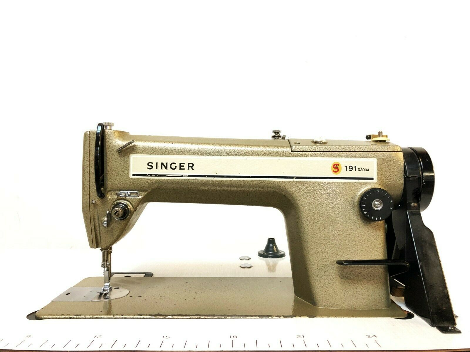 Singer 191 D300a Industrial Lockstitch Sewing Machine Made In Japan Ebay Sewing Machine Sewing Machine For Sale Industrial Sewing