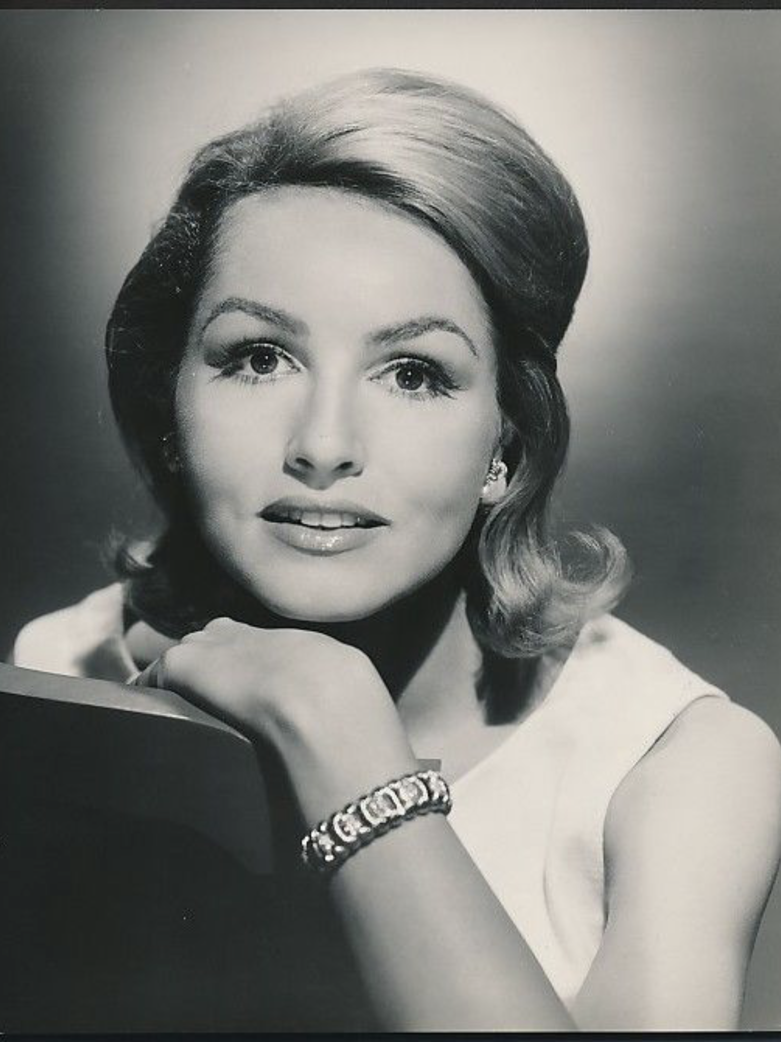 photo Julie Newmar born August 16, 1933 (age 85)