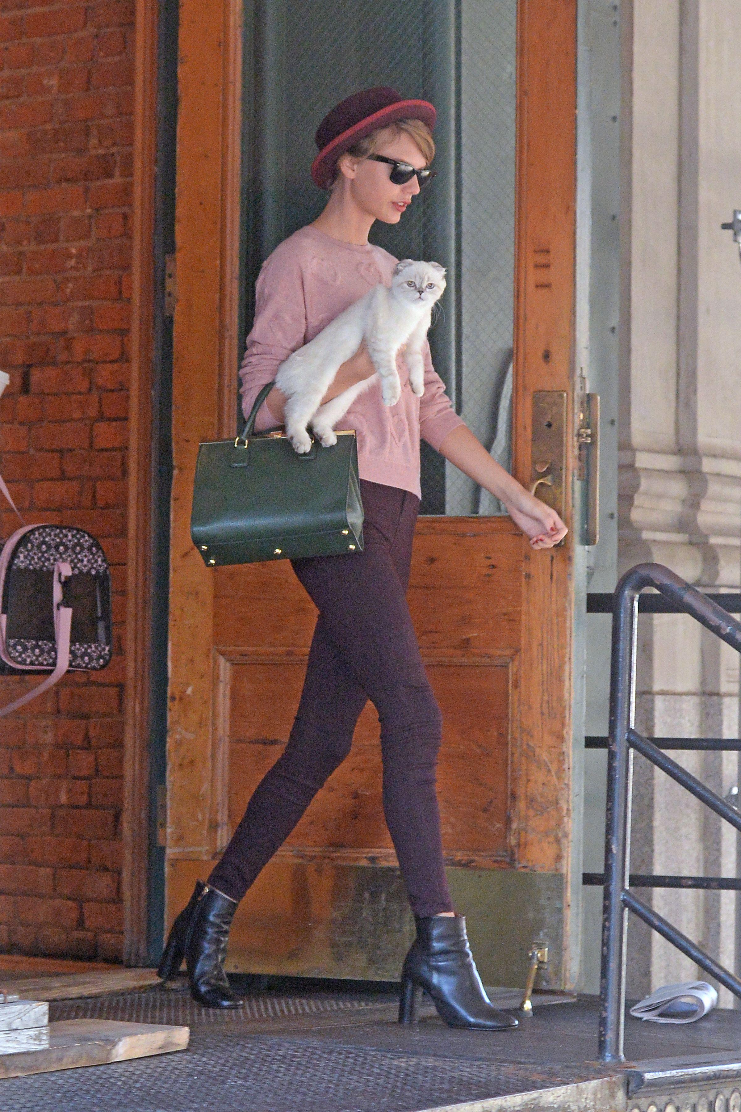 Leaving her apartment | New York | September 23 2014