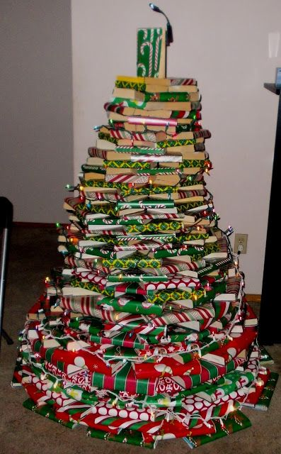 Awesome tree made from wrapped books | #Tree #Christmas #Books