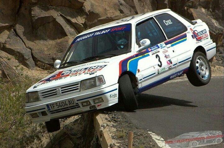 Hanging hillclimb Peugeot 309 GTI