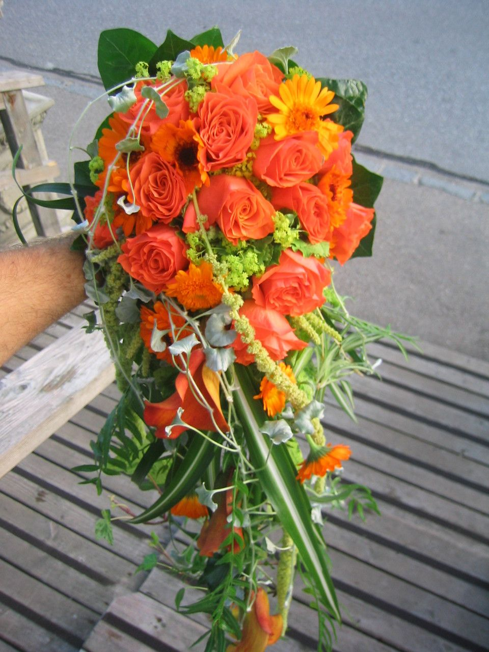 Wasserfall Brautstrauss Orange Grun Orange Bouquet Wedding