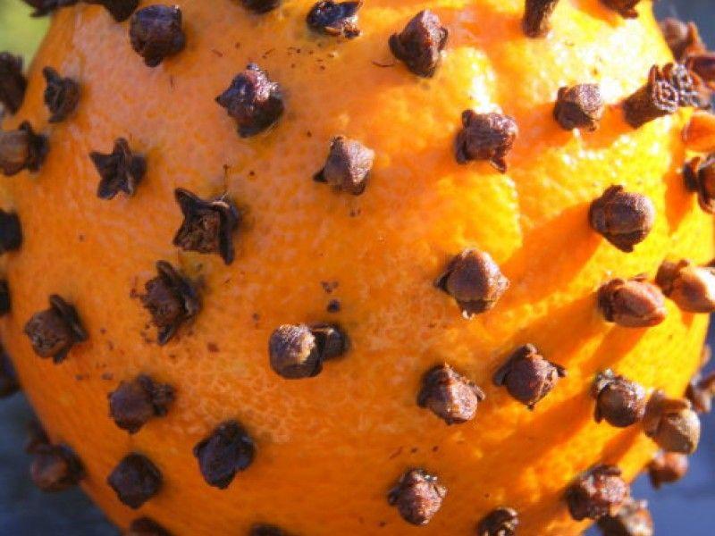 Make an Orange Clove Pomander for #Christmas!