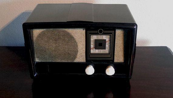 Bluetooth / AUX / FM / Mp3: 1940's Constellation by EchoRadios