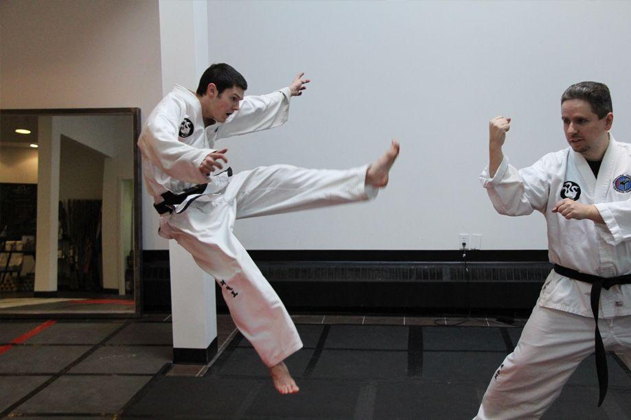 Flying scissor kick taekwondo - Brad Hutchison 4th dan
