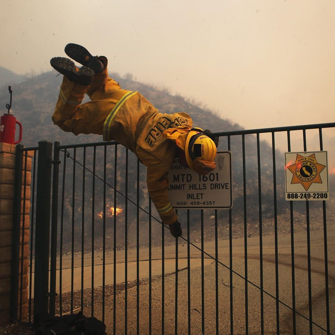 A Firefighter Climbed Over A Gate While Fighting The Tick Fire In Canyon County California The Blaze Which Broke Out A Firef Canyon County New World Tama